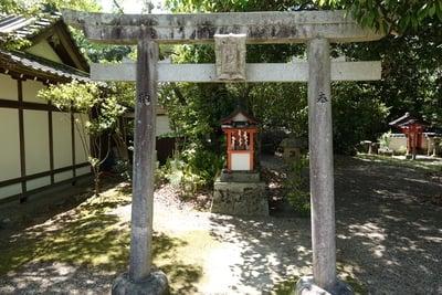 奈良豆比古神社(奈良県平城山駅) - 末社・摂社の写真