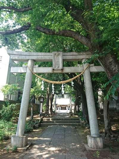 東京都厄除八幡神社の鳥居