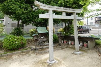 殿岡神社の末社