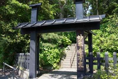 妙本寺の山門