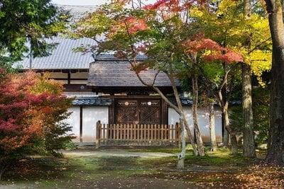 愛知県禅源寺の山門
