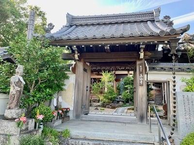 京都府真福寺の山門