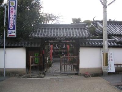 奈良県漢國神社の山門