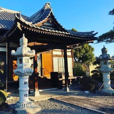 山梨県法源寺の本殿