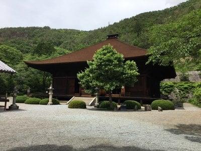 山梨県大善寺の本殿