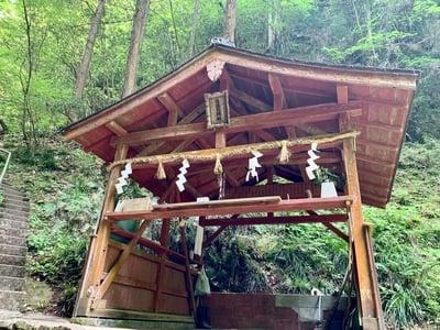 奈良県龍鎮神社の本殿
