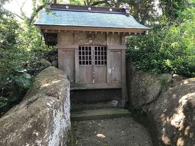神社(名称不明)の本殿