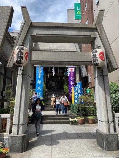 東京都烏森神社の鳥居