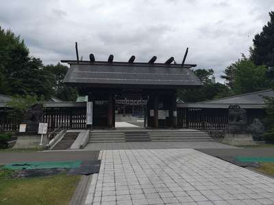 札幌護国神社の山門