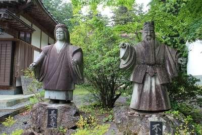 冨士御室浅間神社の像