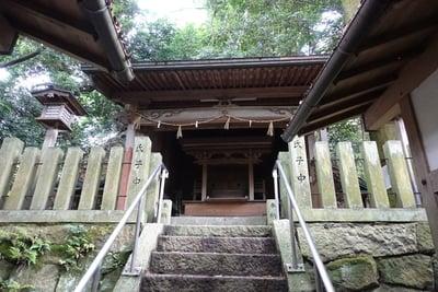 龍間神社の本殿