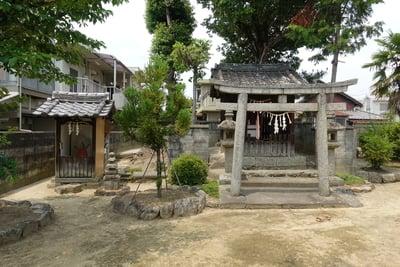 野上神社の本殿