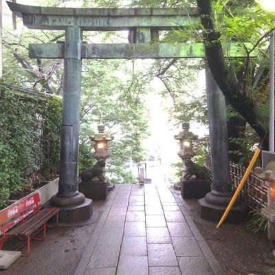 東京都市谷亀岡八幡宮の鳥居