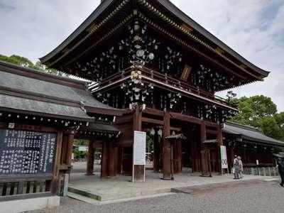 真清田神社の山門