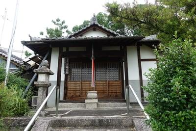 観音寺の本殿
