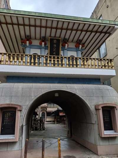 岐阜県誓安寺の山門