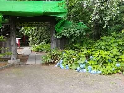 白石神社の山門