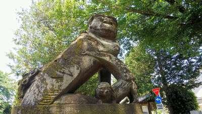 尉殿神社の狛犬