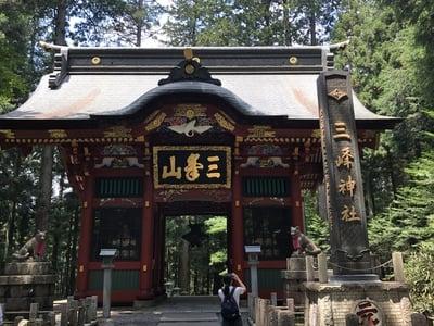 埼玉県三峯神社の山門