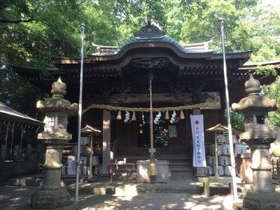 座間神社の本殿