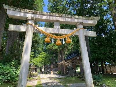 富山県雄山神社中宮祈願殿の鳥居
