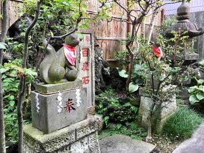 於三稲荷神社 の狛犬