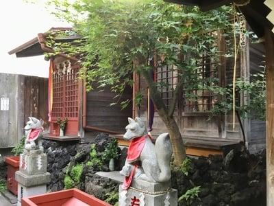 於三稲荷神社 の本殿
