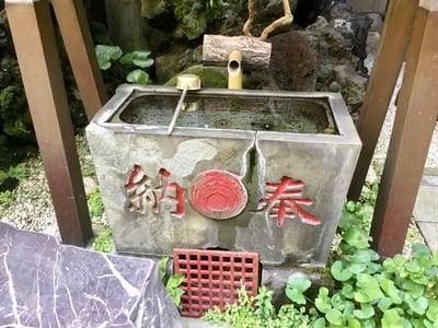 於三稲荷神社 の手水