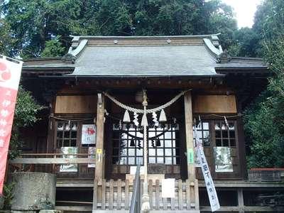 磐裂根裂神社の本殿