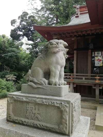 素鵞神社の狛犬