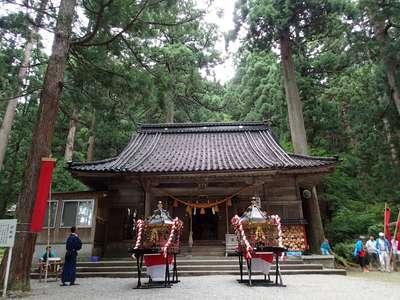 雄山神社中宮祈願殿の本殿