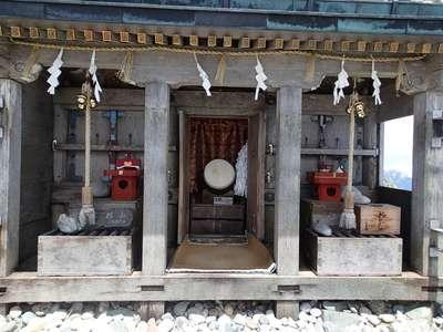 雄山神社峰本社の本殿