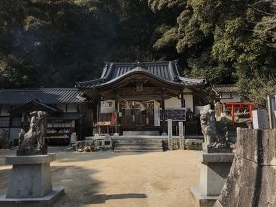 石上布都魂神社の本殿