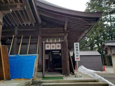 雄山神社前立社壇の本殿