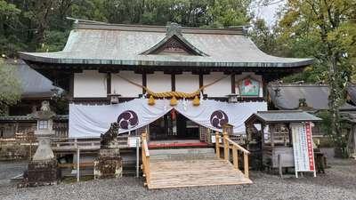 闘鶏神社の本殿