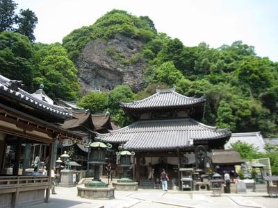 宝山寺の本殿