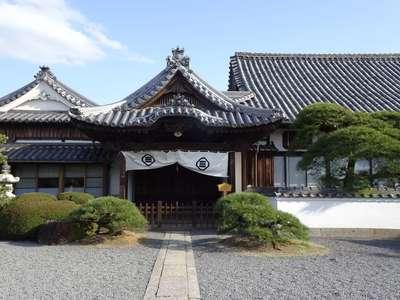 郷照寺の本殿