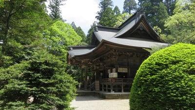 青海神社の本殿