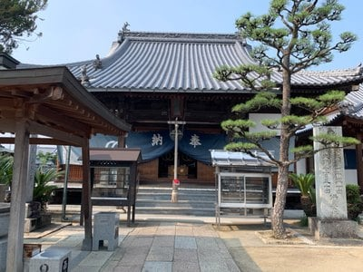 西林寺の本殿
