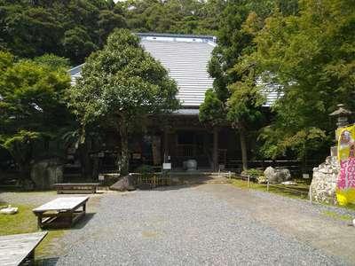 小松寺の本殿