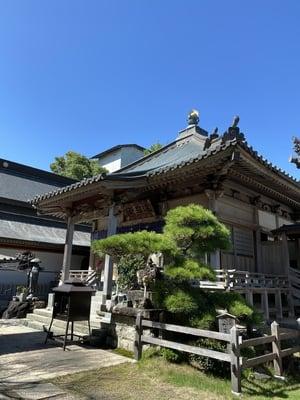 安楽寺の本殿