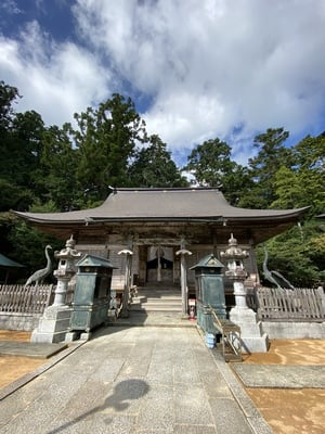 鶴林寺の本殿