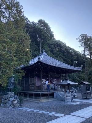 繁多寺の本殿
