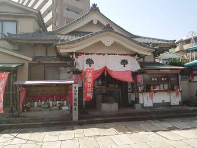 萬徳寺の本殿