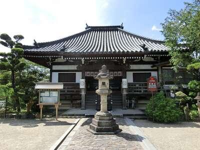 帯解寺の本殿